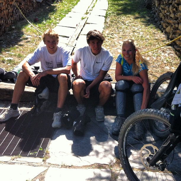 3 happy bikers after a morning of freeriding in #sauzedoulx  #sauzebikepark  #alpibikeresort #altavallesusa
