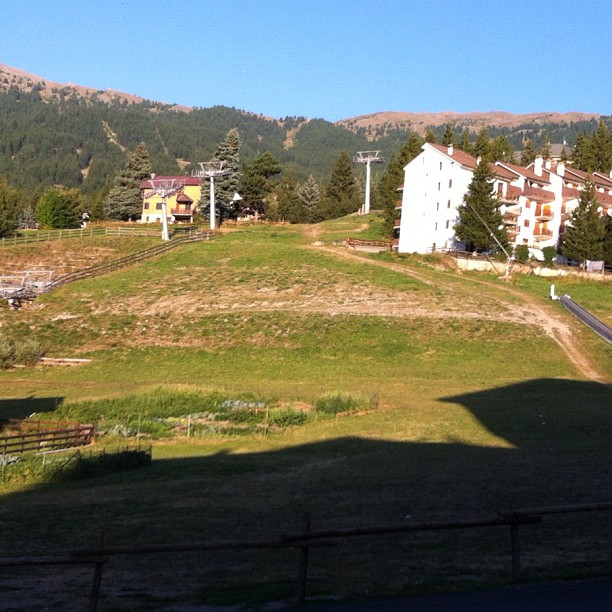 Beautiful warm sunny evening in #sauzedoulx ,#Clotes ski slope