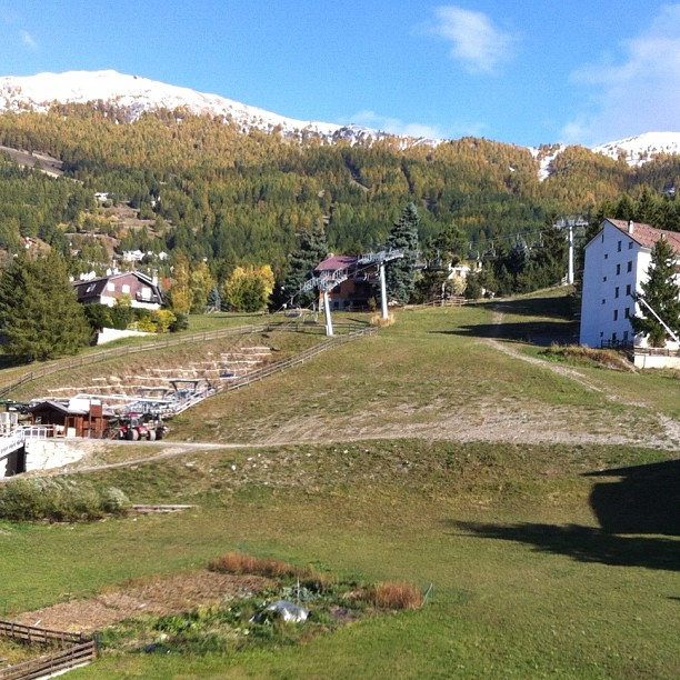 A beautiful autumn day in #sauzedoulx , view from a room in the#hotelstellalpina, hopefully in december this will be covered in snow!!!