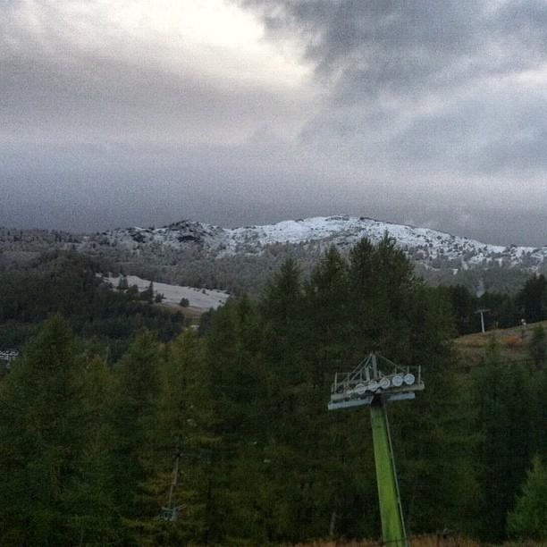 First snow of the autumn on Genevris #sauzedoulx #hotelstellalpina #skisauze