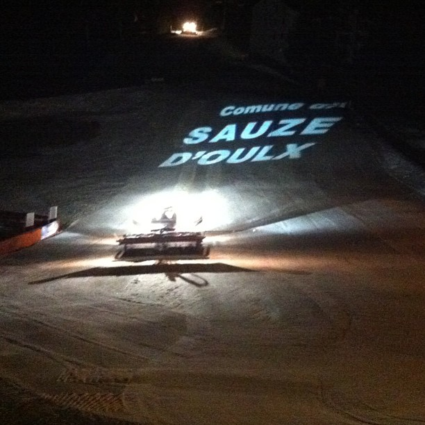 Snowcats at work to keep the pistes in tip top condition in #sauzedoulx
