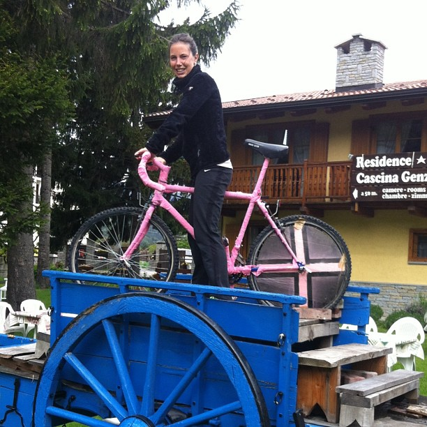 La#cascinagenzianella and Elisabetta getting ready to welcome il #giroditalia