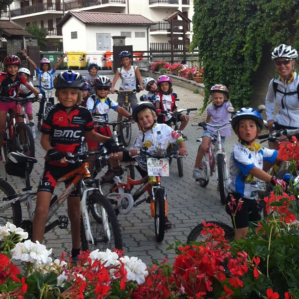 Betta and her little bikers at the #cascinagenzianella,last week of bike school, next week The Wedding!!!