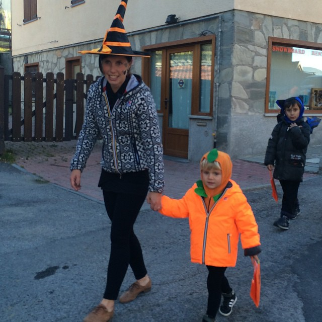 Opening day at baby parking #lalibellula, trick or treating with our little sauze people!