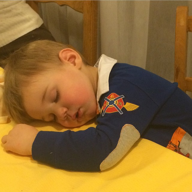 Some little guests find it just all too much !!! #hotelstellaalpina #skisauze