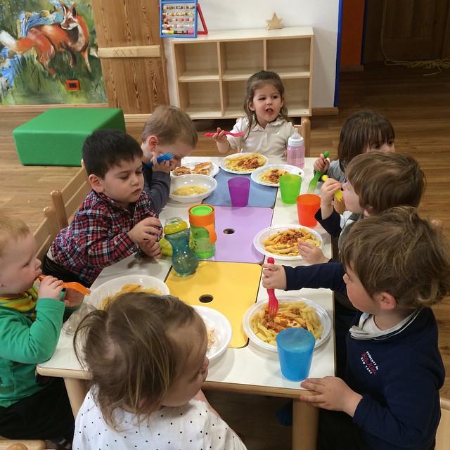 Lunch time at #babyparkinglalibellula #skisauze #sauzedoulx #hotelstellalpina