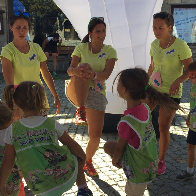Warm up for the #babyparkinglalibellula before the 5km fun run in #sauzedoulx ! Thanks Jill#ortiche
