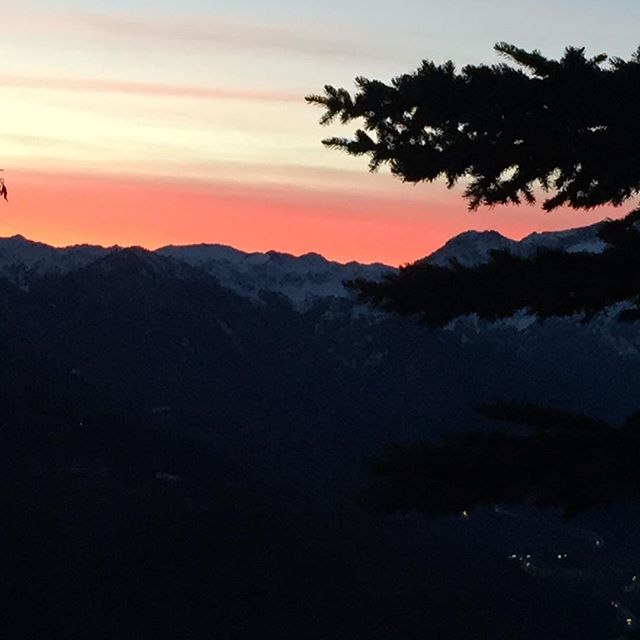Sunset over the #altavallesusa #sauzedoulx #hotelstellalpina