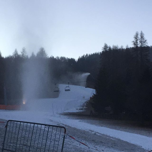 Everything and more being done to have more pistes open for the weekend#sauzedoulx #hotelstellalpina
