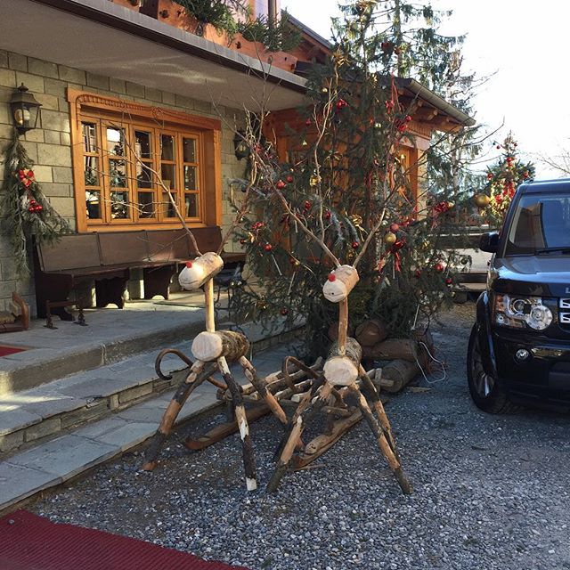 Not much snow, but atleast we have reindeers waiting for father christmas #hotelstellalpina #sauzedoulx !!