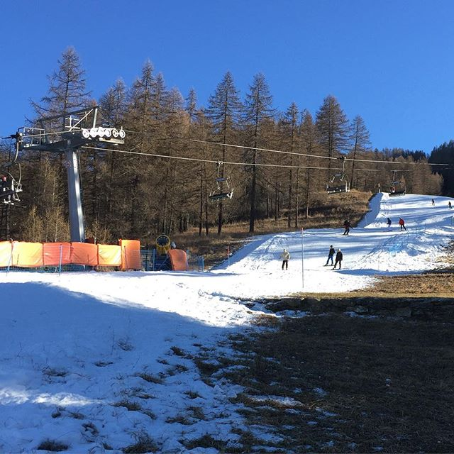 Despite popular belief there is skiing in #sauzedoulx !!!!#hotelstellalpina