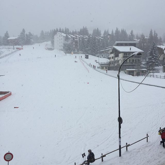 Lovely weather in #sauzedoulx, proper cold winter snow, perfectly timed for half term #hotelstellalpina